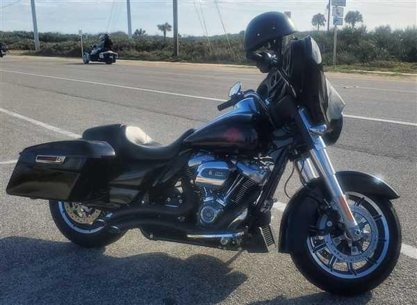 Abner Octtaviani verified customer review of Vance and Hines Big Radius 2 into 2 Black or Chrome Exhaust for M8 Touring