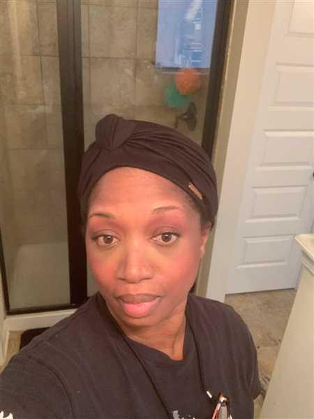 Kanorthia Hunter verified customer review of Black Satin-Lined Knot Turban