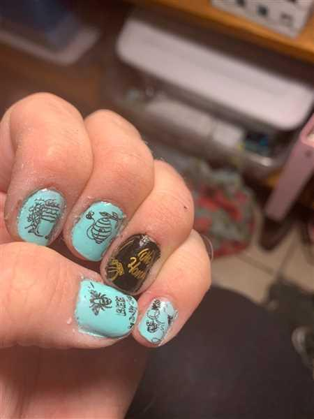 Esther Haynes verified customer review of CYO Design Contest 2019: Bees (m093) - Nail Stamping Plate