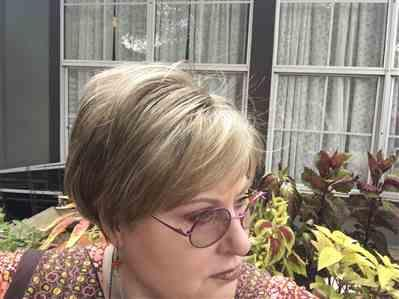 Michele simpson verified customer review of Ivy by Noriko | Short Synthetic Wig | Best Seller