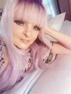 Debbie Riffel verified customer review of Lilac Frost by HAIRDO | Long Colored Wig