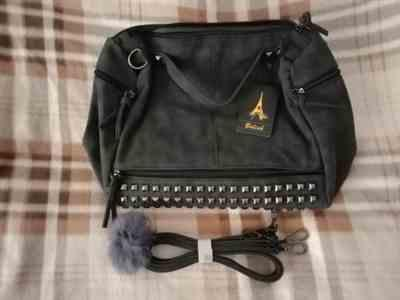M***n verified customer review of Nubuck Leather Messenger Bag