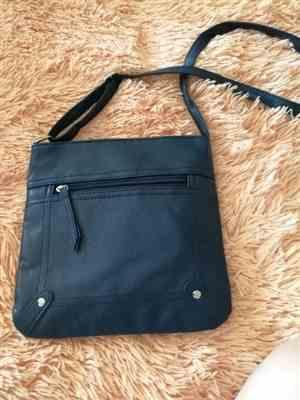 R***v verified customer review of Casual Leather Handbag