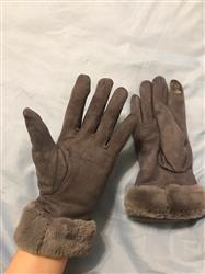 Dawn J. Hernandez verified customer review of 2019 Plush Winter Gloves