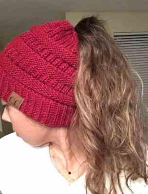 Esther Olsen verified customer review of Ponytail Beanie Messy Bun Beanie Winter Hat With Hole For Ponytail