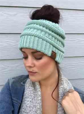 Martha Herrera verified customer review of Ponytail Messy Bun Beanie Knitted Winter Hat - BNB Beanietail