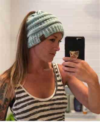 Lula Gerth verified customer review of Ponytail Messy Bun Beanie Knitted Winter Hat - BNB Beanietail