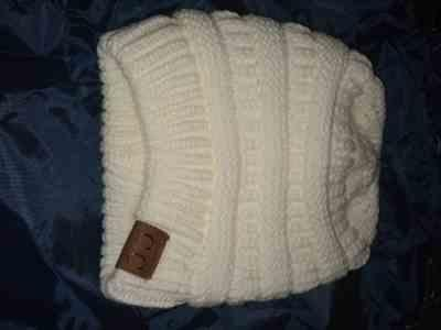Susan R. Lundy verified customer review of Ponytail Messy Bun Beanie Knitted Winter Hat - BNB Heaven Beanietail