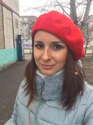 O***o verified customer review of Winter Colorful Wool French Beret Hat