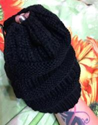 Amber Lewis verified customer review of Ponytail Messy Bun Beanie Knitted Winter Hat - BNB Beanietail