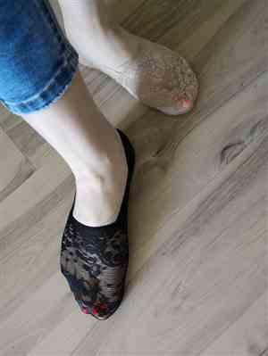 V***e verified customer review of Floral Lace Ankle Socks