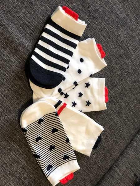 E***s verified customer review of 5 Pairs Cute Colorful Red Heart Ankle Socks