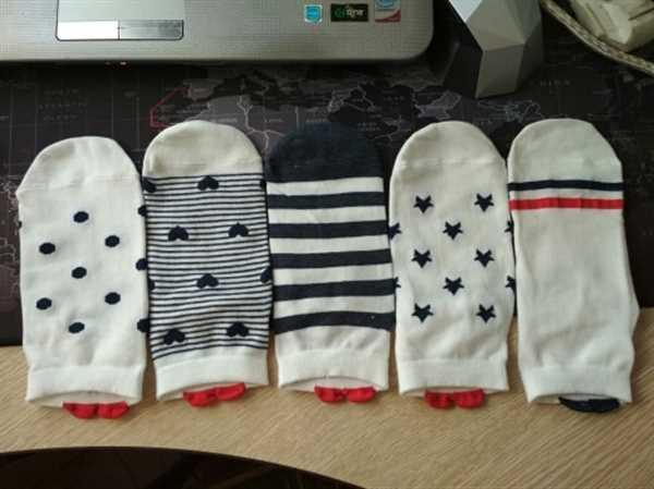 I***s verified customer review of 5 Pairs Cute Colorful Red Heart Ankle Socks