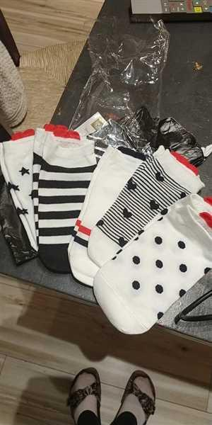 S***e verified customer review of 5 Pairs Cute Colorful Red Heart Ankle Socks