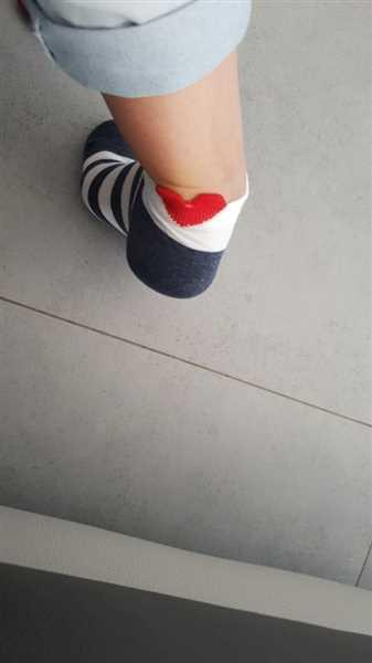 V***S verified customer review of 5 Pairs Cute Colorful Red Heart Ankle Socks