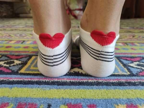 Y***y verified customer review of 5 Pairs Cute Colorful Red Heart Ankle Socks
