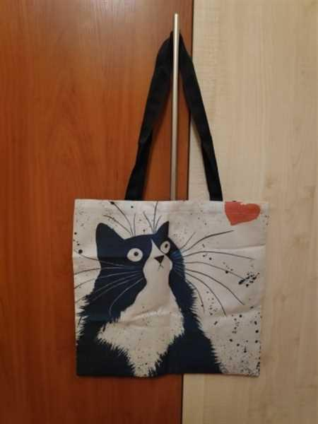 G***s verified customer review of Cat Print Linen Tote Bag