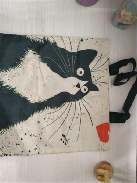B***e verified customer review of Cat Print Linen Tote Bag