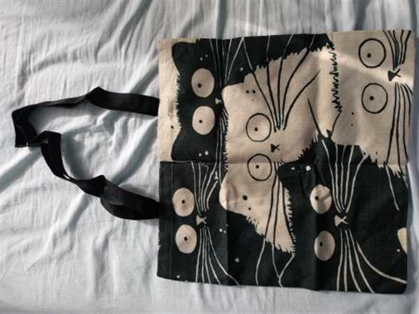 E***z verified customer review of Cat Print Linen Tote Bag