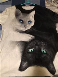 Elizabeth O. verified customer review of Yin Yang Cats 3D T Shirt