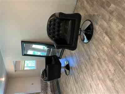 Melissa L. verified customer review of Icarus Young Black Beauty Salon Styling Chair, Round Base