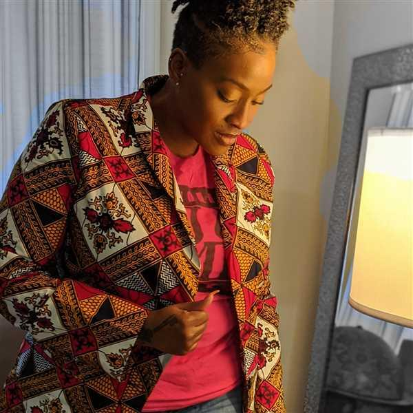 Mary Williams verified customer review of Uche African Print Shawl Collar Long Blazer (Gold/White Diamonds)