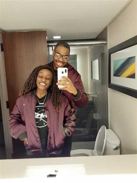 Lamar Smith verified customer review of Dara Unisex Dashiki Bomber Jacket (Maroon)
