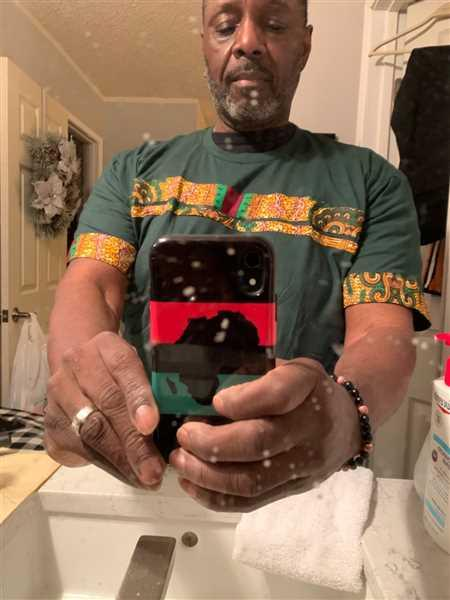 Willie Bradford verified customer review of Jaheem African Print Short Sleeve T-shirt (Green Tortoise Back)