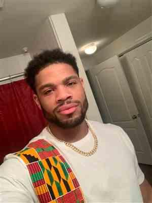 La Tasha Roberts  verified customer review of Sadik African Print Short Sleeve Tee (Yellow Green Kente on White))