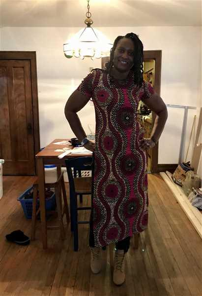 Donna Berry verified customer review of Eshe African Print Stretch Maxi Tee with Side Slits (Pink Golden Circles)