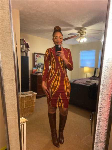 Qiana Worlds verified customer review of Dess African Print Stretch Mock Neck Bodycon Dress (Red Yellow Leaves)