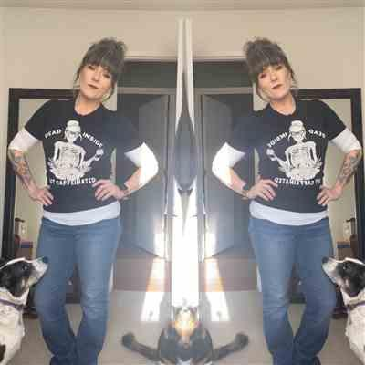 Cortney Bridgham verified customer review of « DEAD INSIDE BUT CAFFEINATED » WOMEN'S SLOUCHY OR UNISEX TEE