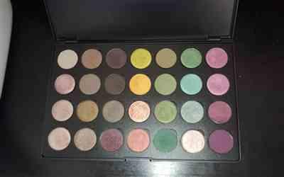 Elsy Alvarez verified customer review of Empty Palette: 28 Shadows Solid Lid