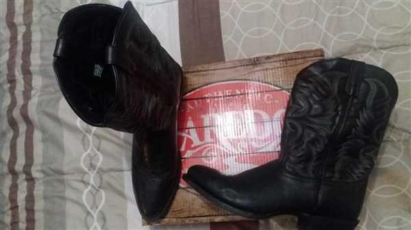 Allan Kempinski verified customer review of Laredo Mens Black Cowboy Boots Leather R Toe