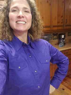 Elaina Schmersey verified customer review of Roper Womens Purple 100% Cotton L/S Solid Poplin Snap L/S Western Shirt
