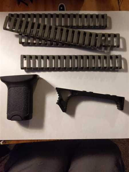 Anonymous verified customer review of Tactical M-Lok Foregrip Vertical Angel Short Grip with Storage Black or Tan