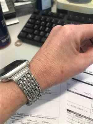 Anonymous verified customer review of Stainless Steel Crystal Rhinestone Band for Apple Watch