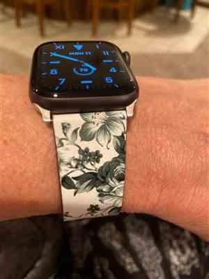 Karen K. verified customer review of Floral Apple Watch Band