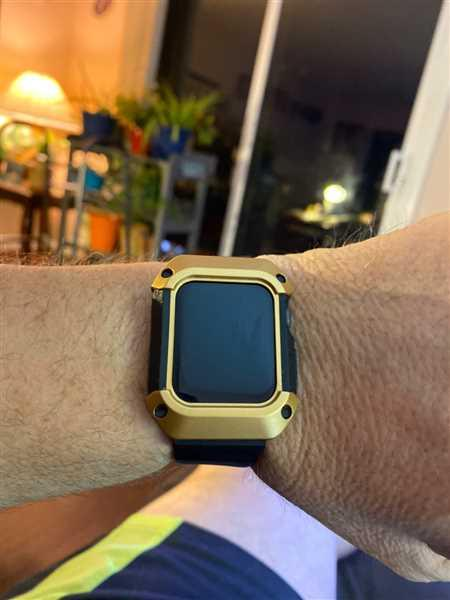 Robert Dennison verified customer review of Rugged Apple Watch Band Case Series 4, 5