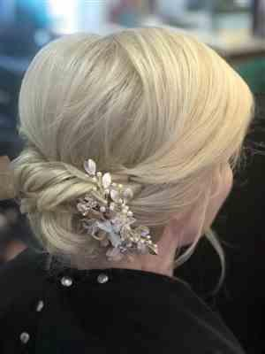 April Fowler verified customer review of Bridal Hair Flower in Pink and Light Gold