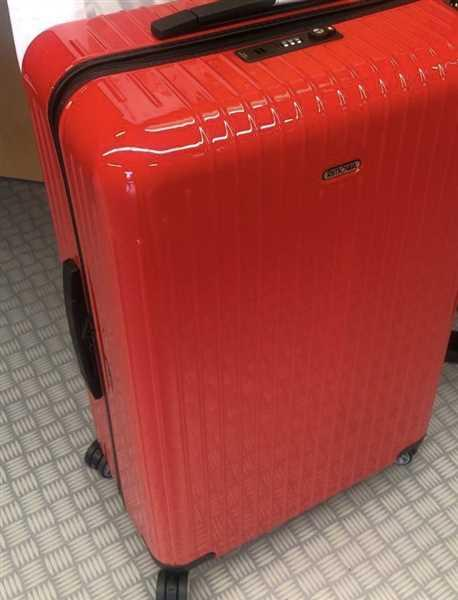 Roy Poon verified customer review of RIMOWA Essential Lite 日默瓦 平行進口