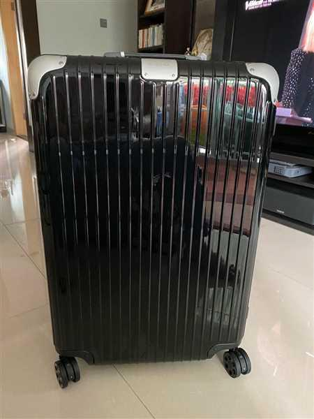 Daniel Kwok verified customer review of RIMOWA Hybrid 日默瓦 平行進口