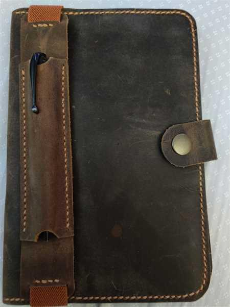 Christopher Valencia verified customer review of Moleskine, Leuchtturm, A5 Leather Pen Sleeve