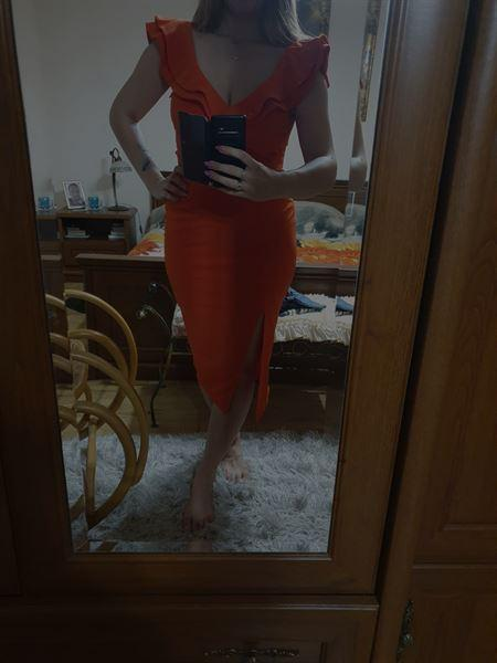 Beata K. verified customer review of Sienna Midi Dress Blood Orange