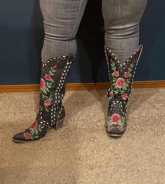 Lane Boots Wild Stitch Review