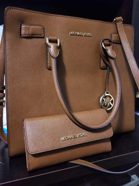 Gaby's Bags Michael Kors Jet Set Travel Large Trifold Wallet Luggage Review