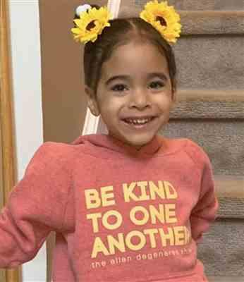Leila Robbs verified customer review of Be Kind Hoodie Kids - Red