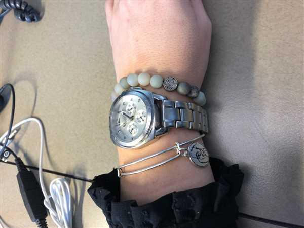 Karen Depow  verified customer review of The Ellen Fund Gorilla Charm Bangle