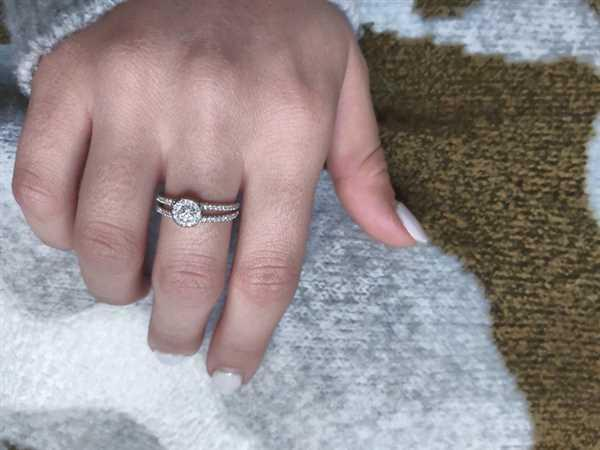 Daniel caban verified customer review of Platinum Split Shank Halo Outline Round Diamond Semi Mount Pave Setting Rings