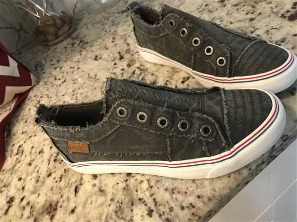 Kristie  verified customer review of Wherever You Wander Sneakers - Charcoal